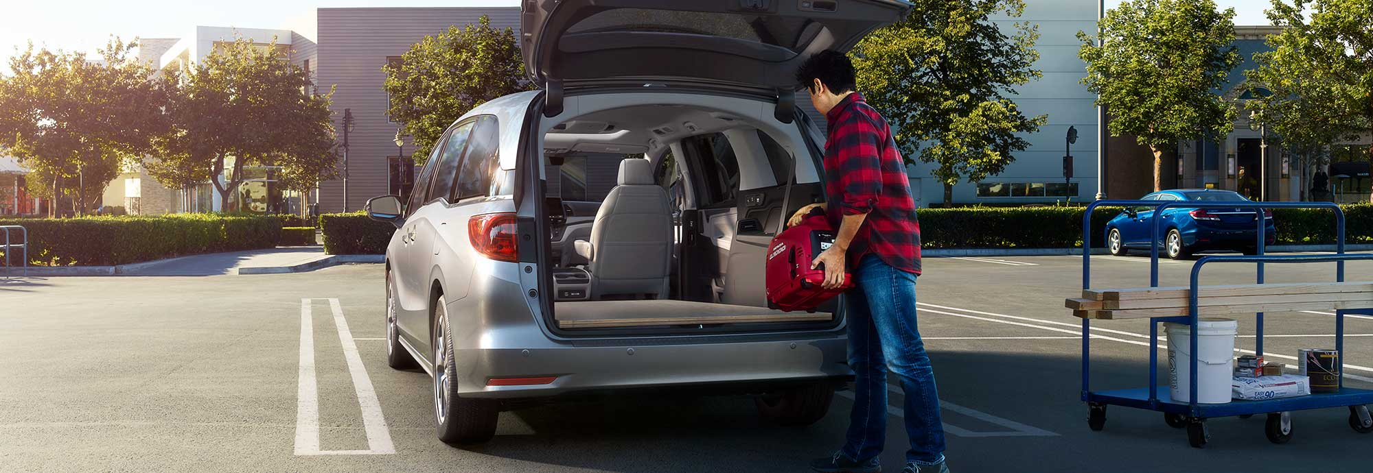 2021 Honda Odyssey with trunk open